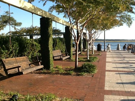 Quality Inn at Town Center : Beaufort walking pier minutes from hotel