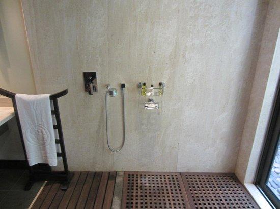Trou aux Biches Beachcomber Golf Resort & Spa: Indoor shower