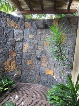 Trou aux Biches Beachcomber Golf Resort & Spa: Outdoor shower
