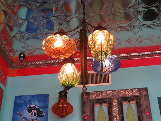 Vaqueros Grill and Cantina: I liked the lighting and ceiling; nice atmosphere.