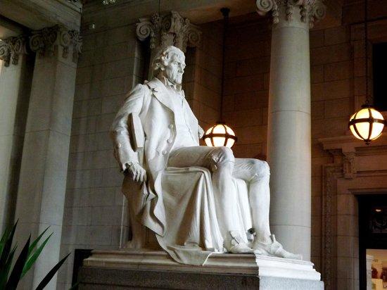 Missouri History Museum : Thomas Jefferson statue