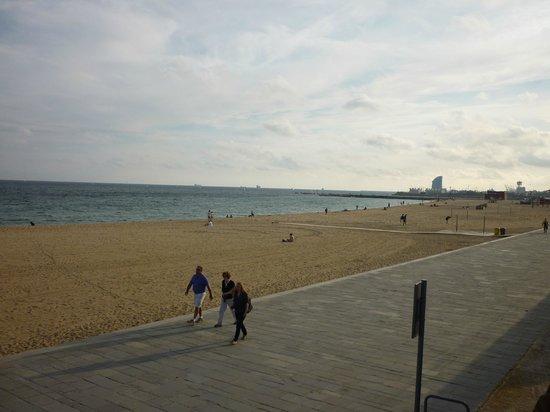 Holiday Inn Express: Walk to the beach 10 min............