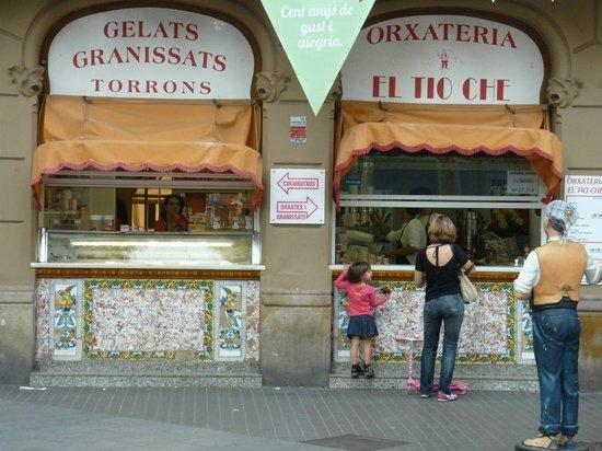 Holiday Inn Express: local ice-cream shop