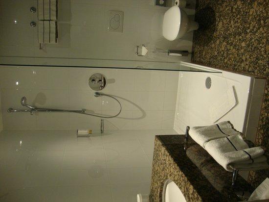 ACHAT Premium München-Süd: Bathroom