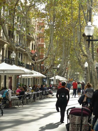Holiday Inn Express: Local Ramblas - bars and restaurants - the place to stay in Barcelona