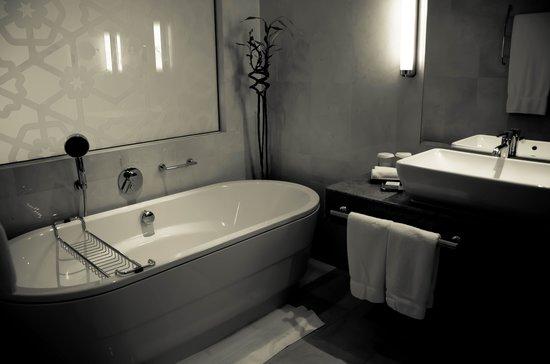 Hilton Doha : bathtub