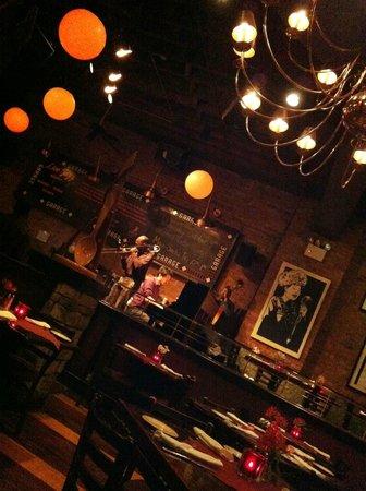 Garage Restaurant and Cafe : The garage interno