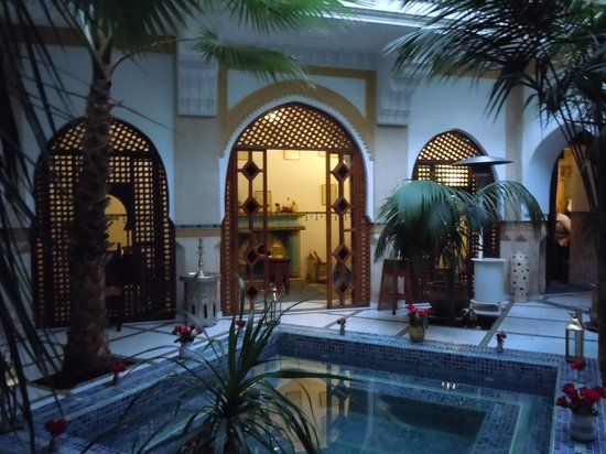 Riad Moucharabieh: Dining area