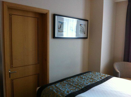 Thistle Euston : Have to shimmy to get past the bed! Interconnecting room door.