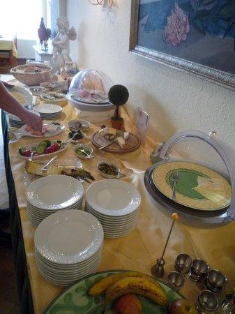 Hotel Roter Hahn : Breakfast table 1