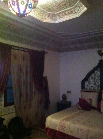 Riad Naila: The room