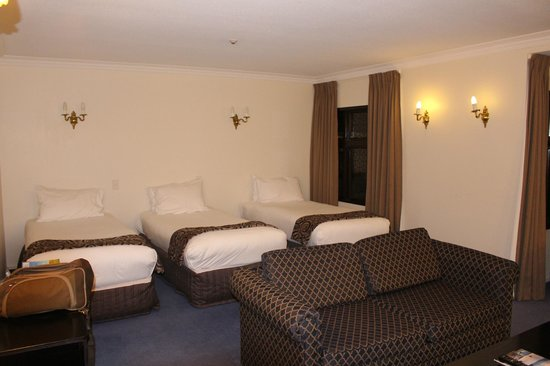Heartland Hotel Cotswold: Three bedded room