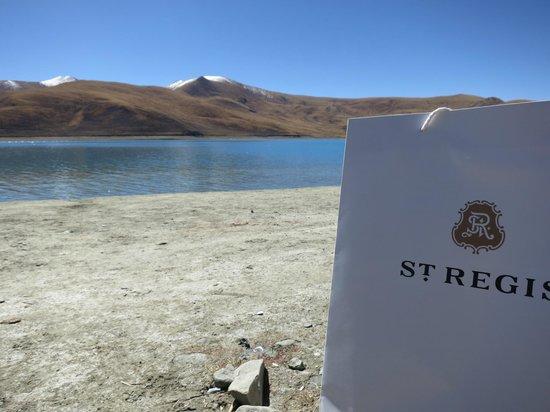 St. Regis Lhasa Resort: picnic by the lake (light lunch prepared by St. Regis)