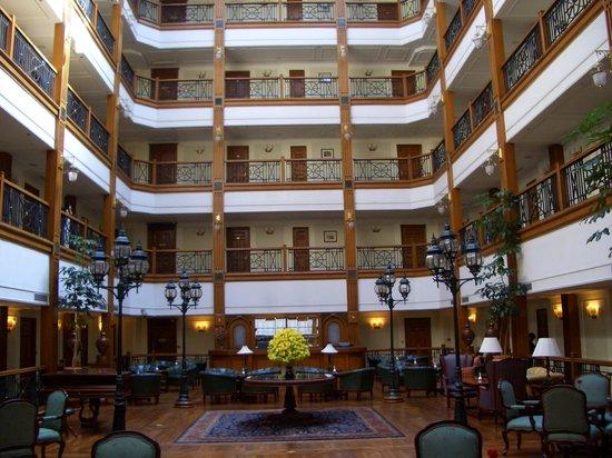 The Oberoi Cecil, Shimla : the hotel lounge