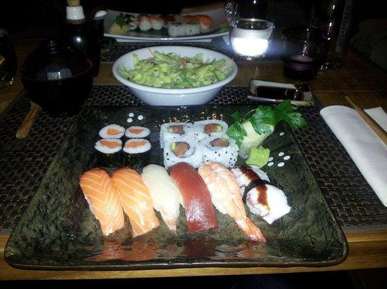 Sushi Zen: Sushi assortito, insalata, zuppa di Miso