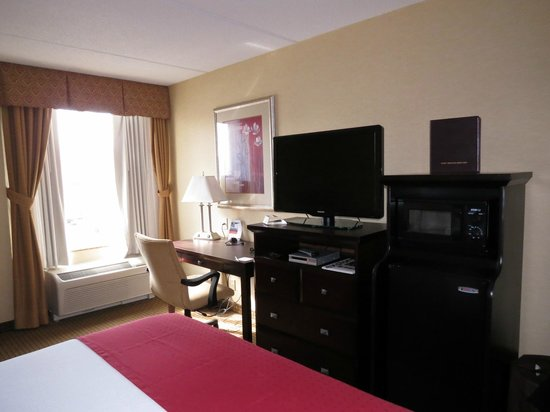 Holiday Inn Hotel & Suites Rochester - Marketplace: Nice desk/work area; TV swivels for good viewing