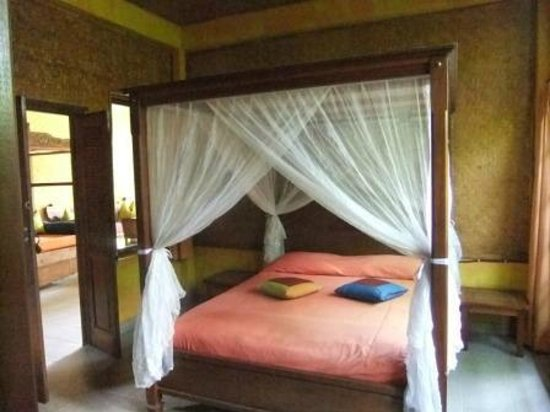 Guci Guesthouses: The Downstairs (2nd) bedroom