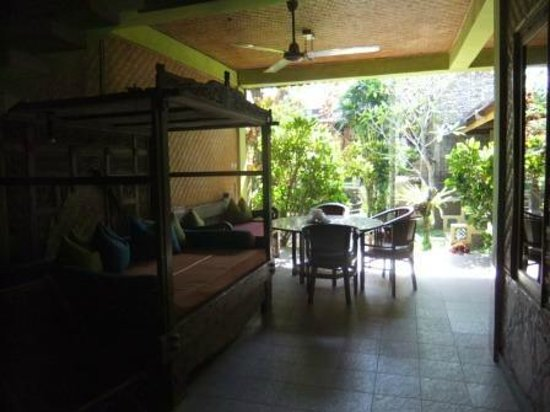 Guci Guesthouses: Downstairs dinning area