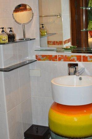Baan Malinee Bed and Breakfast: Bathroom