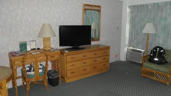 Ilima Hotel : televisão e móveis