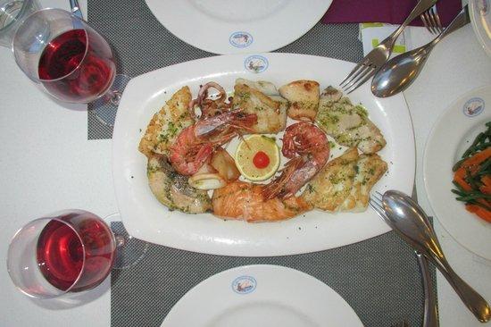 Can Pescador: Рыбный микс гриль с овощами на 2 персоны за 33 евро