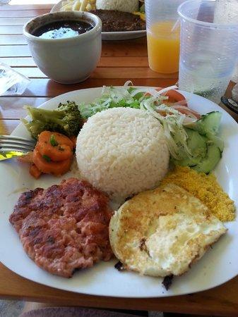 Pontal Hostel : restaurante... simples ao lado... comida boa