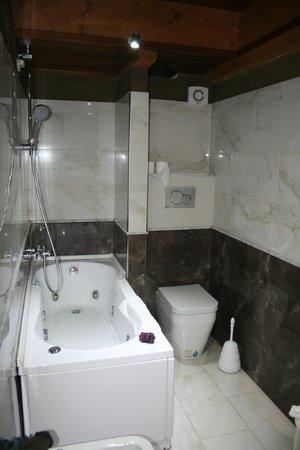 Hotel Palazzo Sa Pischedda Bosa: bagno con idromassaggio