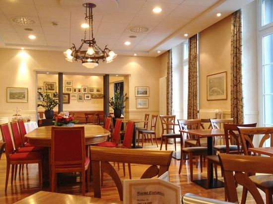 Schweizerhof Basel Hotel: В ресторане отеля