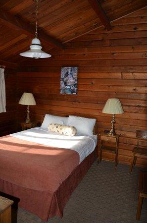 Jasper House Bungalows: chambre 1