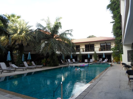Baan Souy: The pool