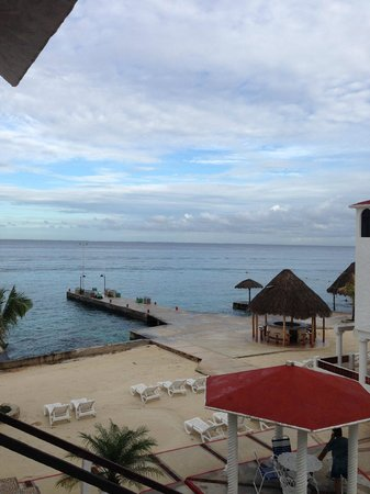 Scuba Club Cozumel: View from balcony of room 76, above dive shop-bit noisy in AM