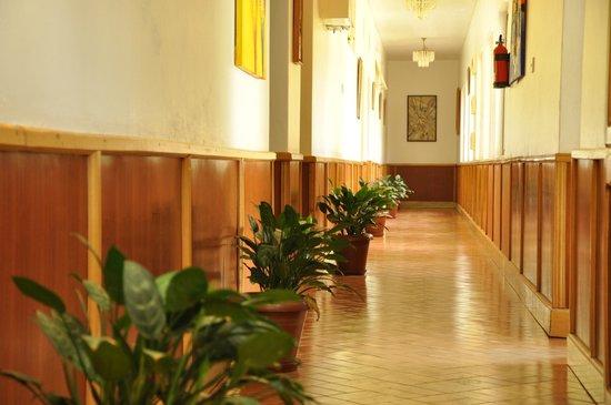 Shangri-La Hotel Uganda Ltd.: corridor