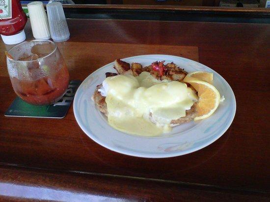 Tamarind Reef Resort, Spa & Marina : crab cakes eggs benedict