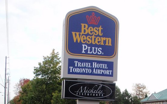 Best Western Plus Travel Hotel Toronto Airport: Hotel road sign