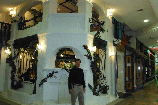 Zorbas Taverna: La vue extérieure du restaurant