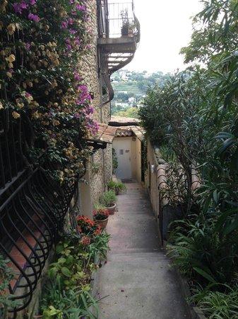 Les Terrasses du Soleil : Passage to terrace