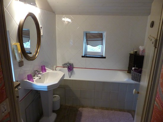 La Bergerie: Salle de bain de la chambre d'hôtes