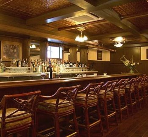 Stanley's Steakhouse: Bar area