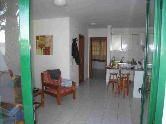 La Penita Apartments : Vue depuis l'entrée: Salon / salle à manger, cuisine, chanbre au fond.