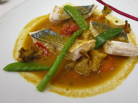 L'OCEANIC : Steamed fish with vegetables in a thai style stock