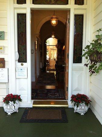 Peace and Plenty Inn: The entrance to the house