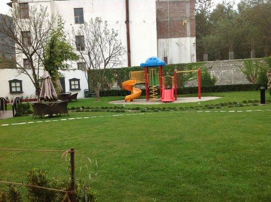 Rock Manali Hotel & Spa: garden