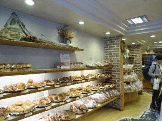 Ops Bakery Haeundae: Shelves full of goodies