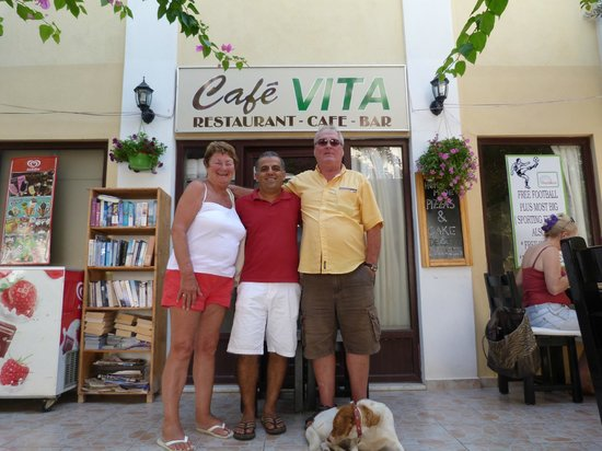 Cafe Vita Restaurant: me and the missus with one of the brothers