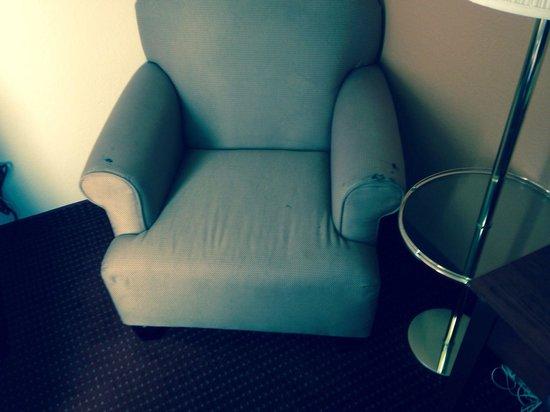 Days Inn & Suites Cedar Rapids: Arm chair has cigarette burns
