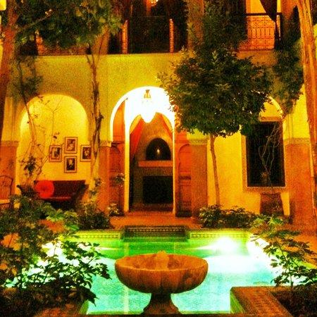 Riad el Noujoum: Le patio la nuit
