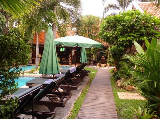 Le Prive Pattaya : Piscine