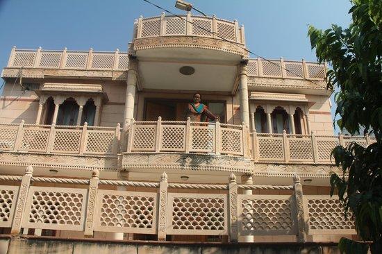 Krishna Hostel : Beautiful Rajasthani structure