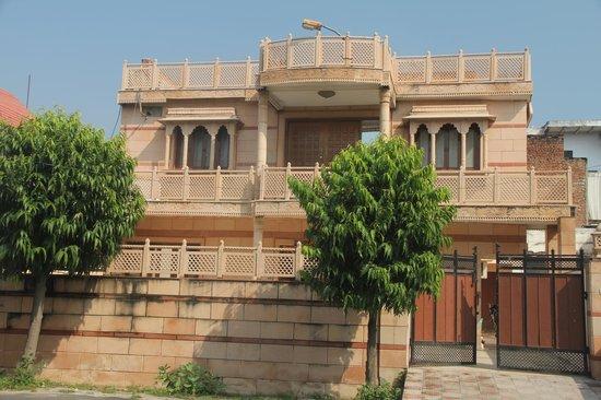 Krishna Hostel : The Rajasthani structure