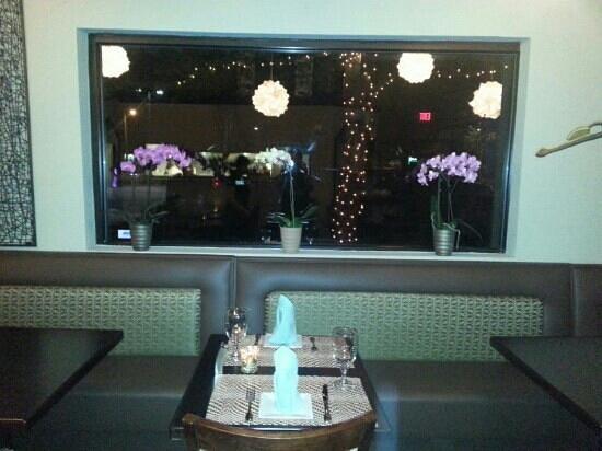 Orchid Thai restaurant: windows trough outside gorgeous